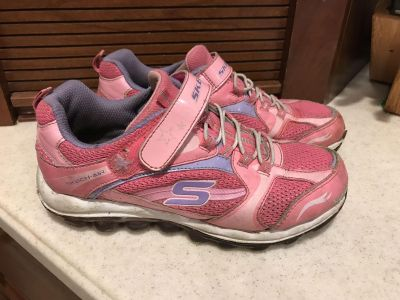 Skechers sneakers in play condition girls size 3