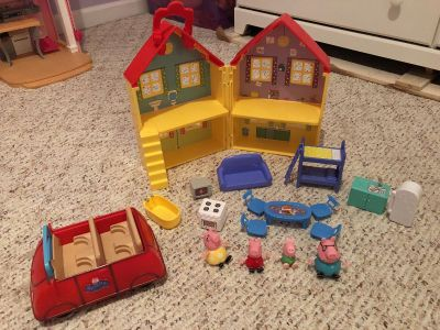 Peppa Pig House, Car, and Family
