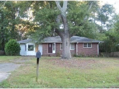 3 Bed 1 Bath Preforeclosure Property in Austell, GA 30106 - Fairview Dr SW