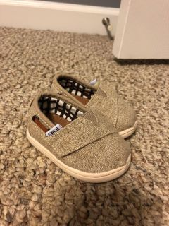 Baby Toms - size 3 - only worn a few times