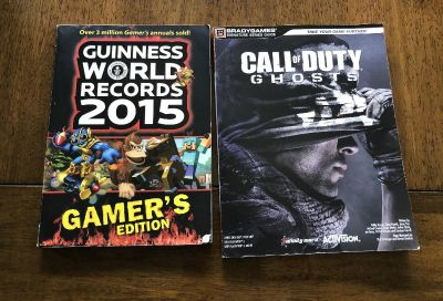 Lot Of 2 Gamer s Books ( Call Of Duty Ghosts & Guinness World Records)