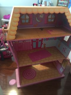 Very sturdy doll house GUC