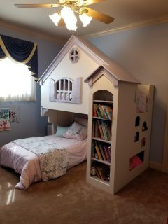 Girls bed dollhouse
