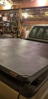 Extang tri fold bed cover. Fits 2015 and ford f150 5.5 ft bed. Like new condition
