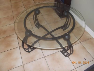 Iron/glass coffee table set