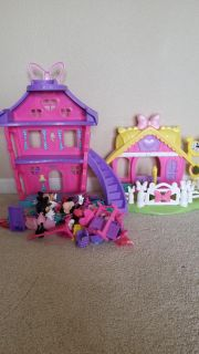 Minnie Mouse house and dress up Minnie's