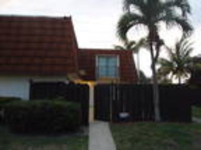 Spacious 2/2.5 town home with private courtyard in Greenacres