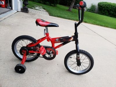 Boys 12 inch HUFFY star wars bike plus trading wheels