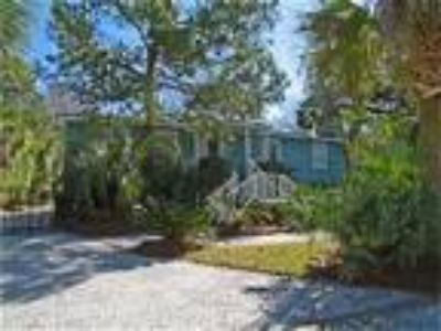 Cozy Beach Cottage with Heated Pool, & Linens Provided - Cottage
