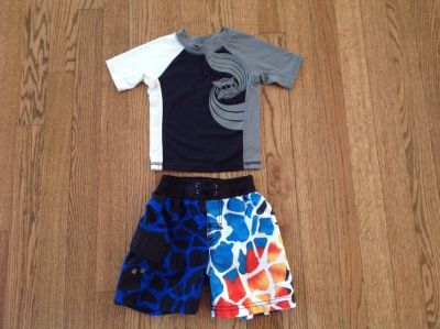 The Children's Place Baby Boy Swim Suit Rash Guard and Trunks, size 12 months