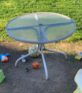 Patio table Free