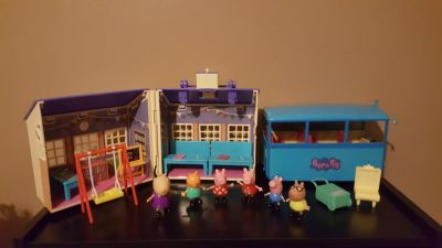 Peppa Pig - multiple sets - school house, school bus, figurines - EXCELLENT!