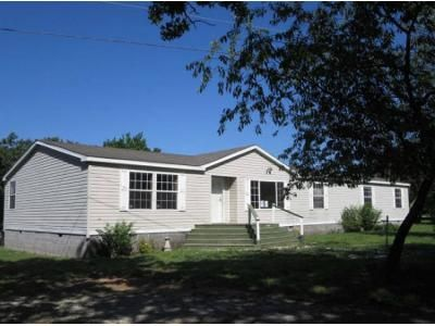 4 Bed 2 Bath Foreclosure Property in Galena, KS 66739 - N Henning St