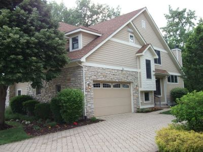 PLAINFIELD DUPLEX in Private Gated Community with Lake/Pool/Clubhouse (Plainfield, IL)