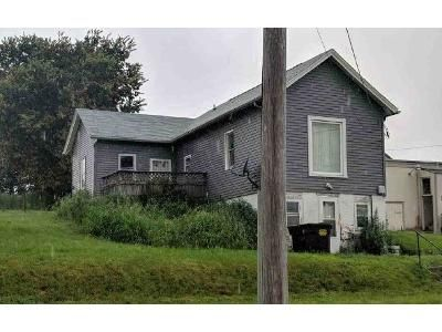 2 Bed 1 Bath Foreclosure Property in Oregon, IL 61061 - S 2nd St