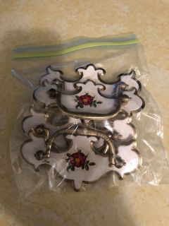 Set of 4 White and Gold Vintage Drawers Handles