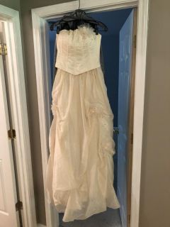 Cache Wedding dress from Saks Fifth Avenue. Size 8