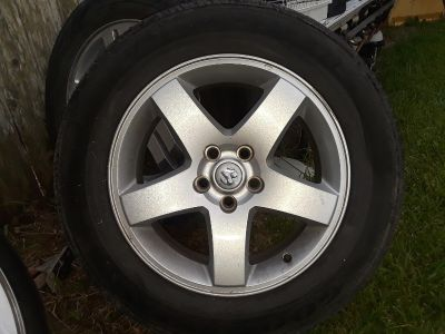 2006- 2012 Dodge charger tire and factory alloy wheels