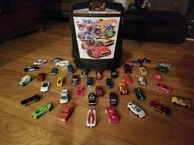 40 Hot Wheels cars with case