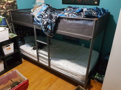 Kids bunk bed with 2 mattress'