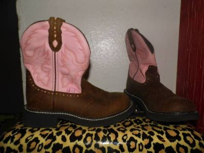 woman cowboy boots new size 7
