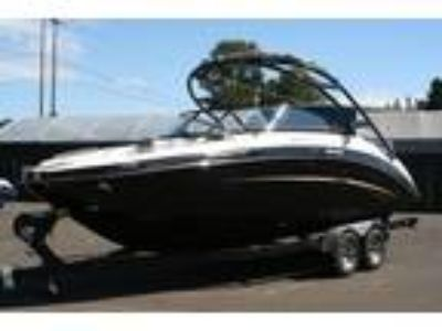 2014 Yamaha Boats 242 Limited S With Painted Trailer