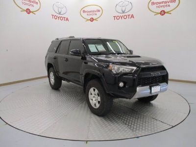 2017 Toyota 4Runner SR5 (Midnight Black Metallic)