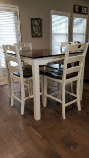 Dining/kitchen table & chairs