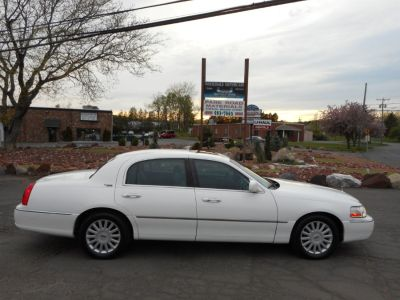 2005 Lincoln Town Car Signature (Vibrant White)