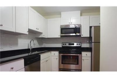 SPECIAL 1 Bed On Tremont. Washer/Dryer Hookups!