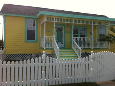 - $395  3br - 1700ftsup2 - Island Cottage Biker Rally 19 blocks from Strand (East End