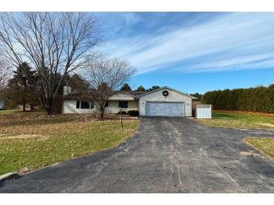 3 Bed 2 Bath Preforeclosure Property in Spring Grove, IL 60081 - Deer Trail Rd