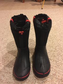 Boys winter boots in excellent condition size3