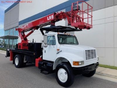 Sign Crane Truck for Sale 2000 Elliott L55R Mounted on a 2000 International 4800 4X4 Chassis