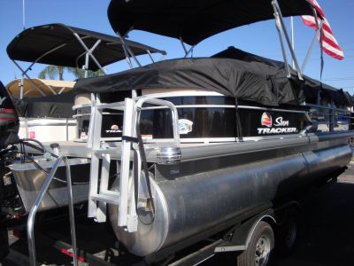 2018 Sun Tracker Party Barge 22 DLX Pontoon Boats Holiday, FL