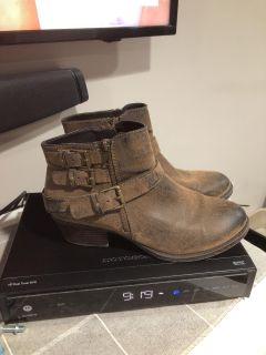 Like new size 10 ankle boots $12