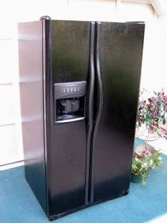 Refrigerator Side by Side-Water and Ice In Door nice-Black-Excellent condition