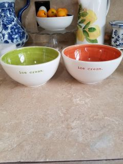2 Pretty bowls microwaveable dishwasher safe $1 for 2