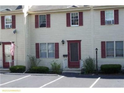 $167,000 Very nice Townhouse in desirable area with easy access to all Portland