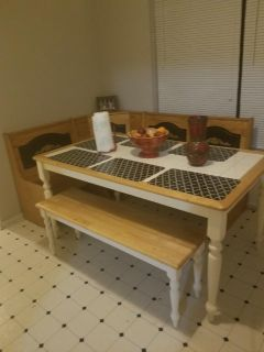 Kitchen table, bench and 2 chairs *corner bench not included!