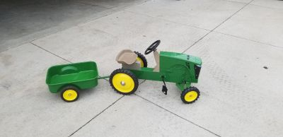 John Deere pedal tractor with wagon