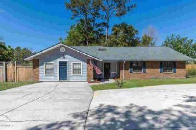 1463 Baylor Ln Jacksonville, This Brick Home offers plenty