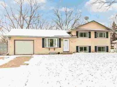 276 Walnut Lane Apple Valley, Spacious Three BR home with