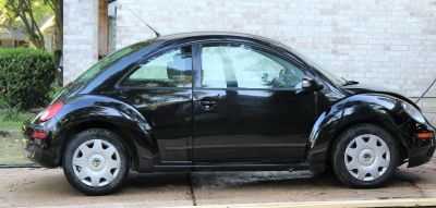 2010 VW Beetle Bug Black 66k Leather Interior Sporty Graduation Present 16 Birthday Work Car Co...