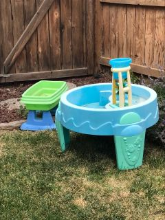 Free water table toys