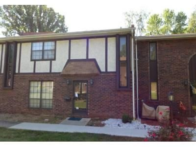 3 Bed 1.5 Bath Foreclosure Property in Belleville, IL 62226 - N 17th St Apt 17