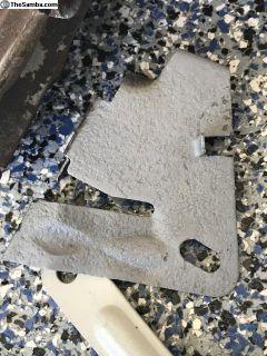 Split window engine lid prop mount bracket