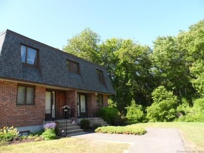 2 Bed 1.5 Bath Foreclosure Property in East Lyme, CT 06333 - Upper Pattagansett Rd Unit 14
