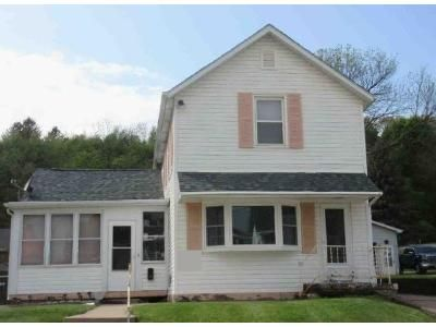 3 Bed 1.5 Bath Foreclosure Property in Dubuque, IA 52001 - Lincoln Ave