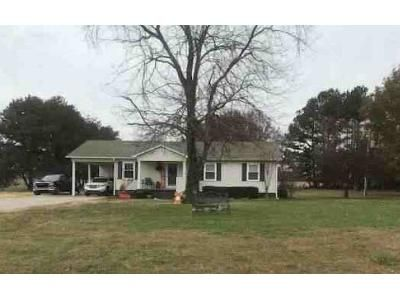 3 Bed 2 Bath Foreclosure Property in Athens, AL 35613 - Meadows Rd